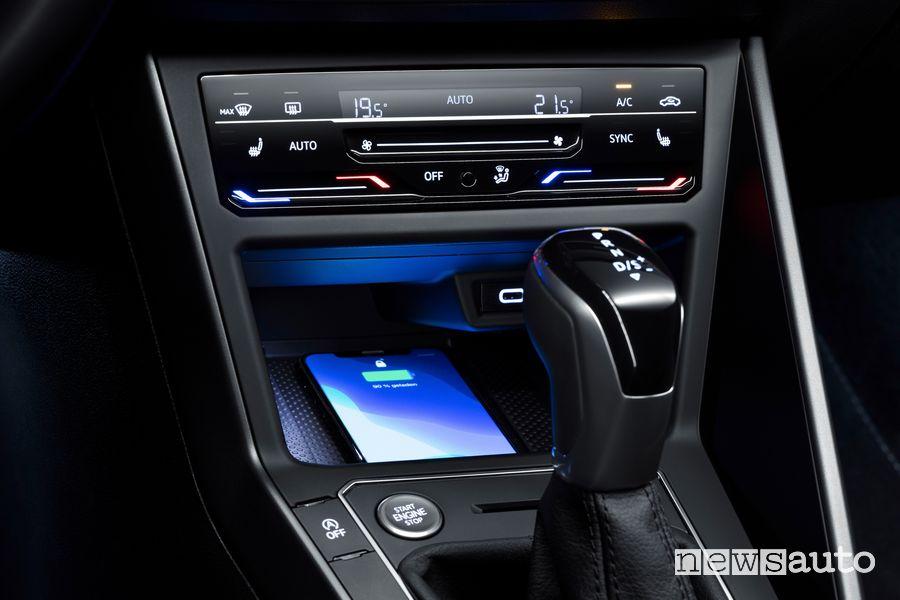 Comandi touch clima, vano ricarica wireless abitacolo nuova Volkswagen Polo R Line