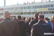 """Photo of Protesta lavoratori Renault, manager sotto """"sequestro"""" a Caudan"""