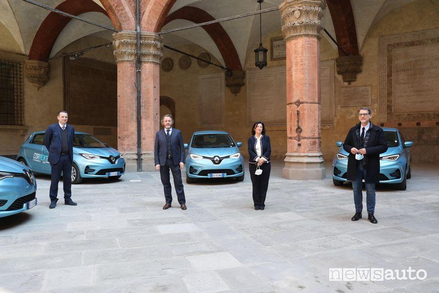 Al centro Francesco Fontana-Giusti, Image & Communication Director di Renault Italia