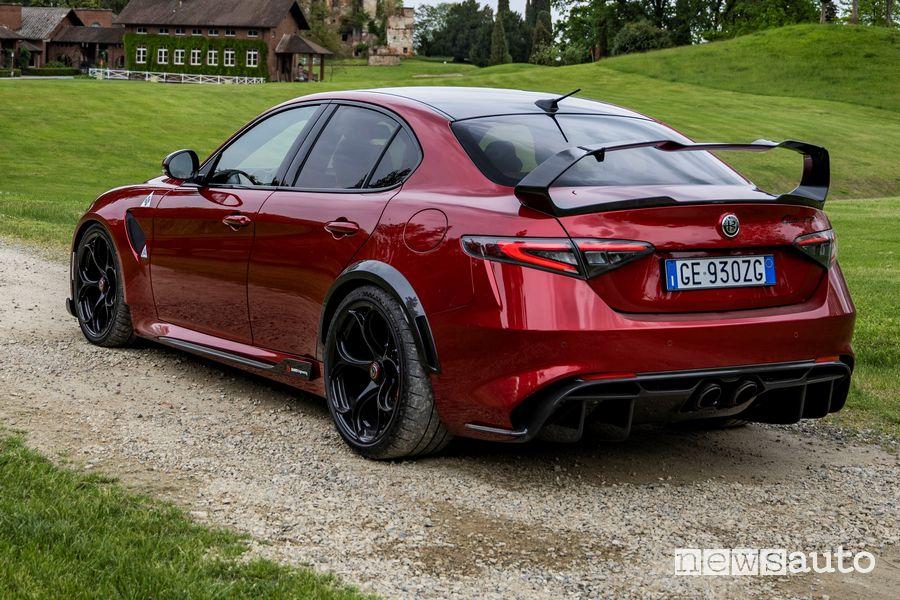 Vista posteriore Alfa Romeo Giulia GTAm Etna Red