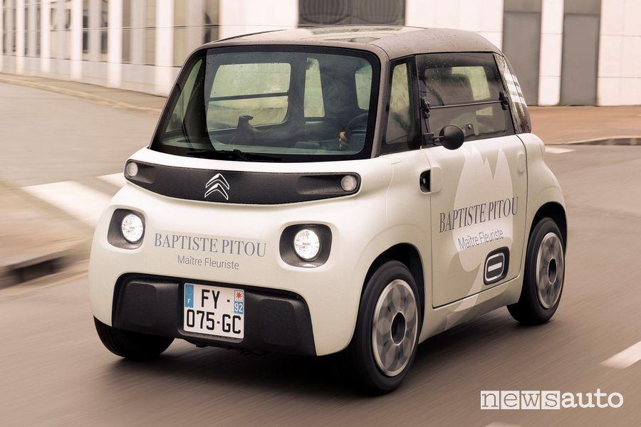 Vista di profilo Citroën My Ami Cargo su strada