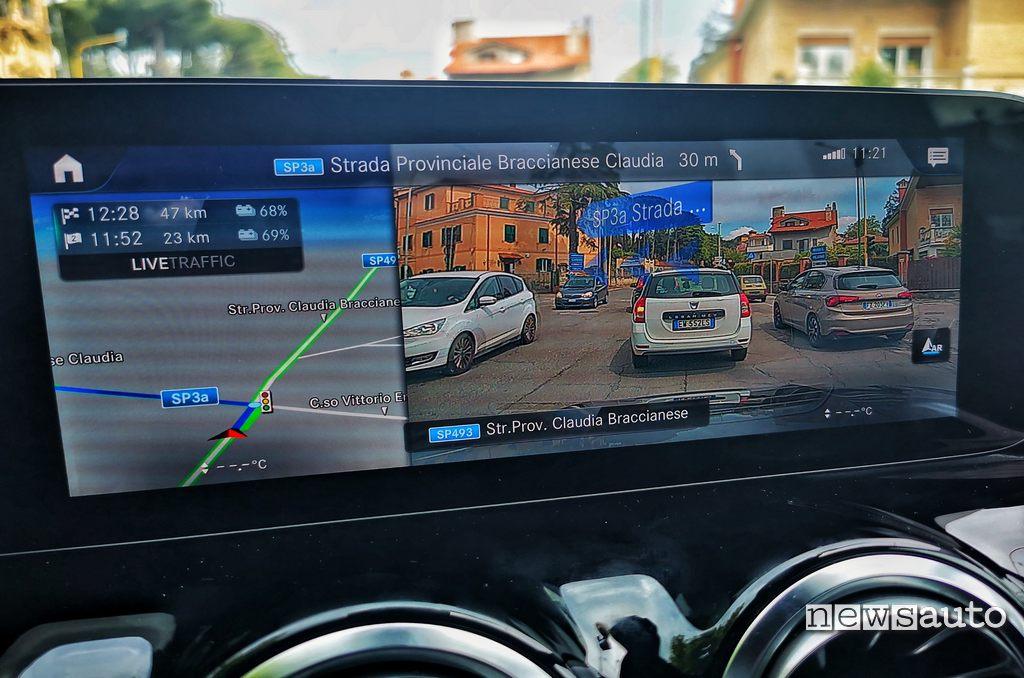 Navigatore MBUX con realtà aumentata Mercedes EQA 2021