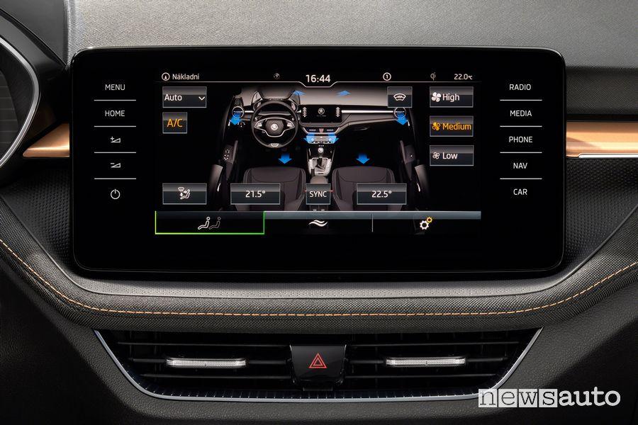 Comandi clima touchscreen abitacolo nuova Škoda Fabia