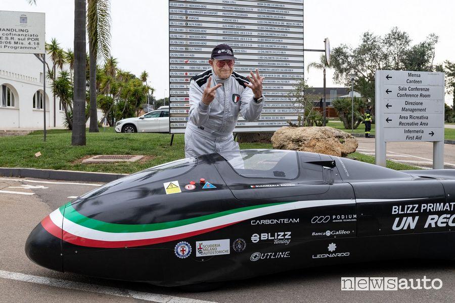 Gianmaria Aghem con la Blizz Primatist, la monoposto elettrica dei record di velocità sulla pista di Nardò