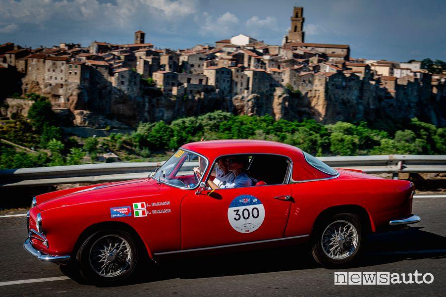 John Elkann alla Mille Miglia 2021 con l'Alfa Romeo 1900 C Super Sprint del 1956