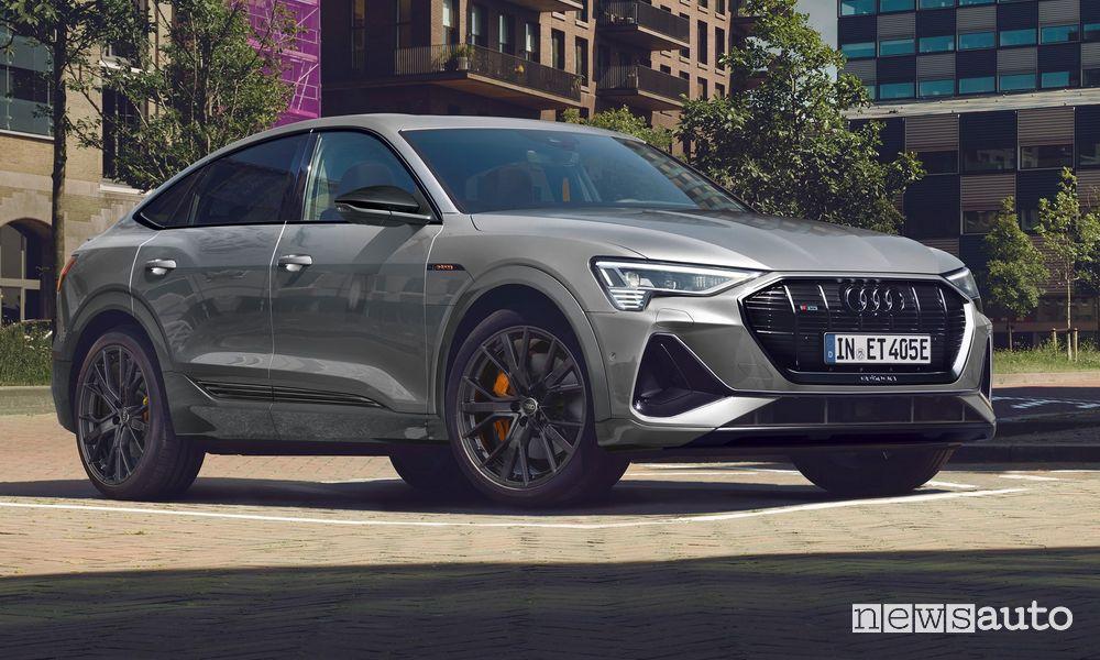 Vista di profilo Audi e-tron Sportback S line black edition