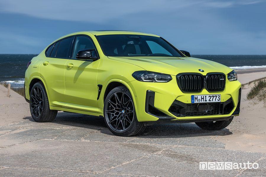 Vista di profilo BMW X4 M Competition