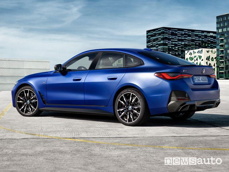 Vista posteriore BMW i4 M50 elettrica sportiva