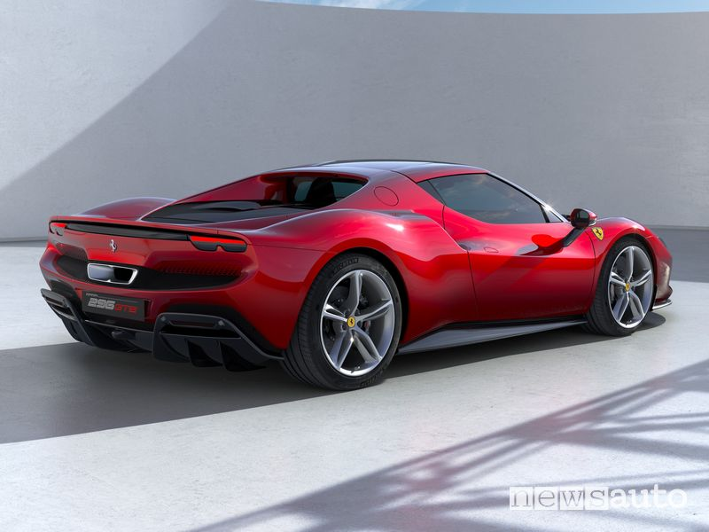Vista posteriore Ferrari 296 GTB ibrida plug-in