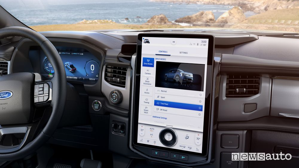 Infotainment SYNC4 display verticale abitacolo Ford F-150 Lightning