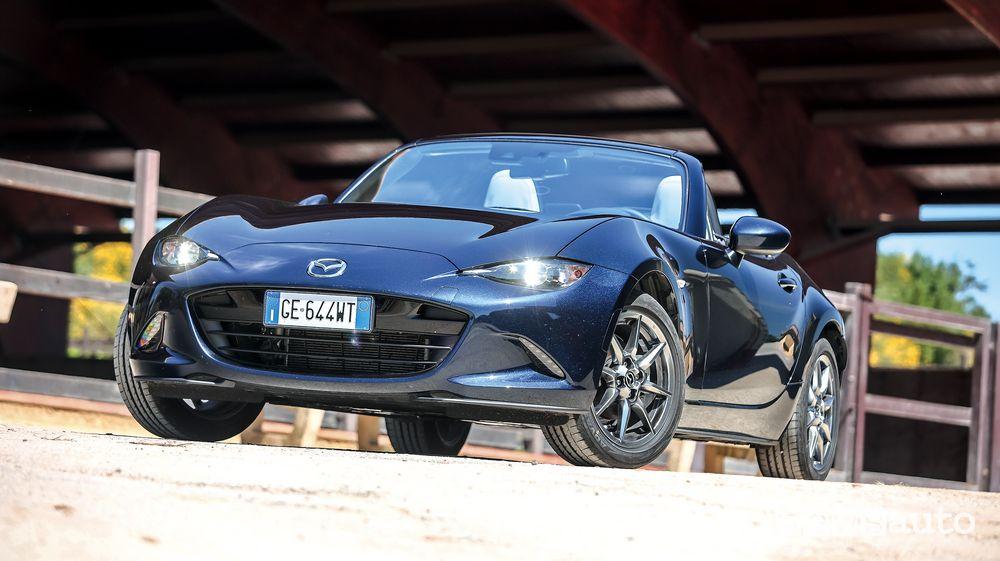 Vista di profilo Mazda MX-5 2021