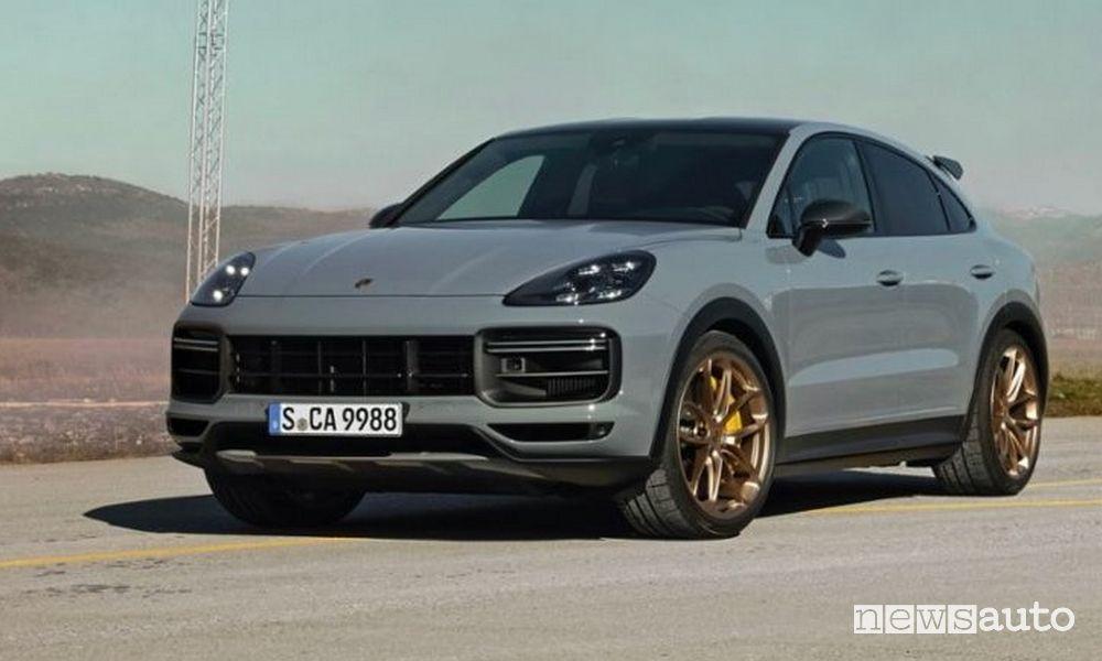 Vista di profilo nuova Porsche Cayenne Turbo GT