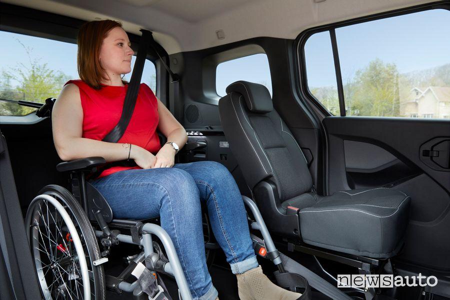 Trasporto disabili in carrozzina abitacolo Renault Kangoo TPMR