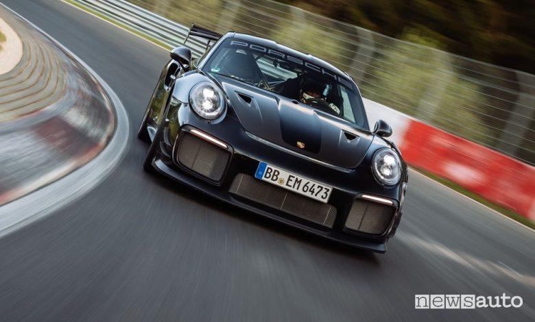 Porsche 911 GT2 RS, tempo record al Nürburgring