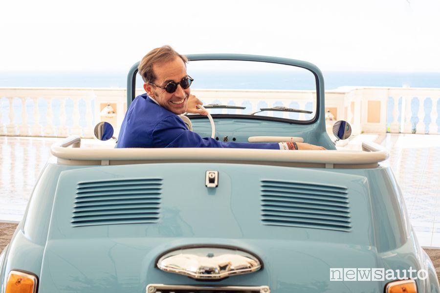 Massimiliano Archiapatti (DG e AD di Hertz Italia) a bordo della Fiat 500 Jolly Icon-e Spiaggina elettrica