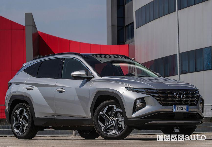 Vista di profilo nuova Hyundai Tucson Plug-in Hybrid