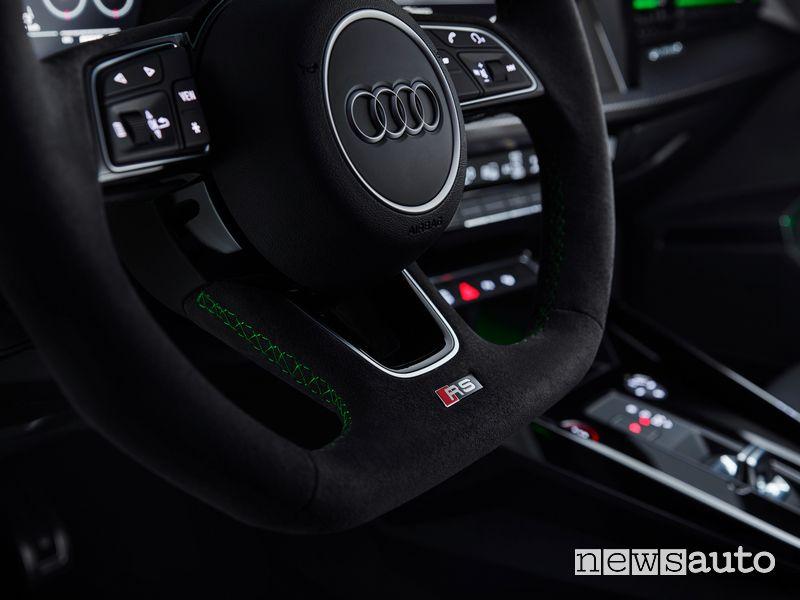 Volante sportivo abitacolo nuova Audi RS 3 Sedan