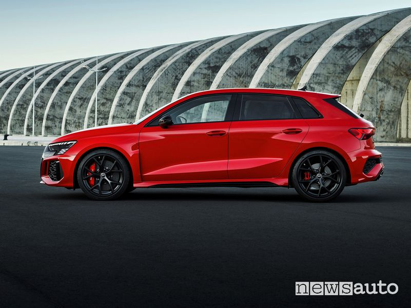 Vista laterale nuova Audi RS 3 Sportback