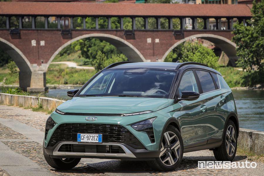 Vista di profilo nuova Hyundai Bayon