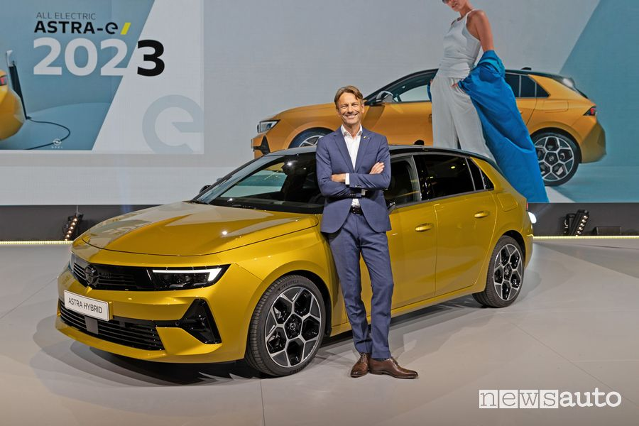 CEO Uwe Hochgeschurtz ha presentato la nuova Opel Astra