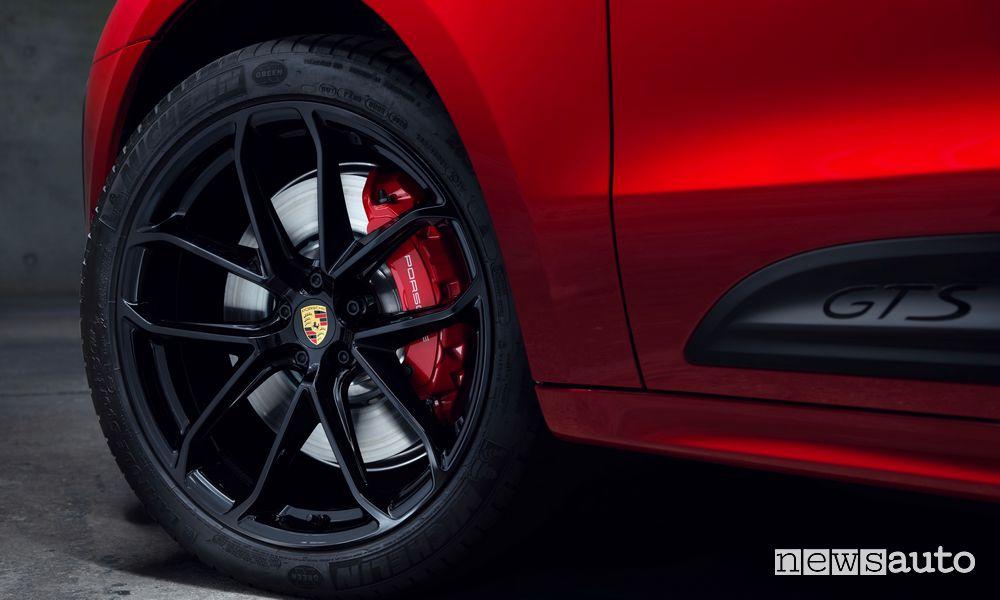 Cerchi in lega Porsche Macan GTS rossa