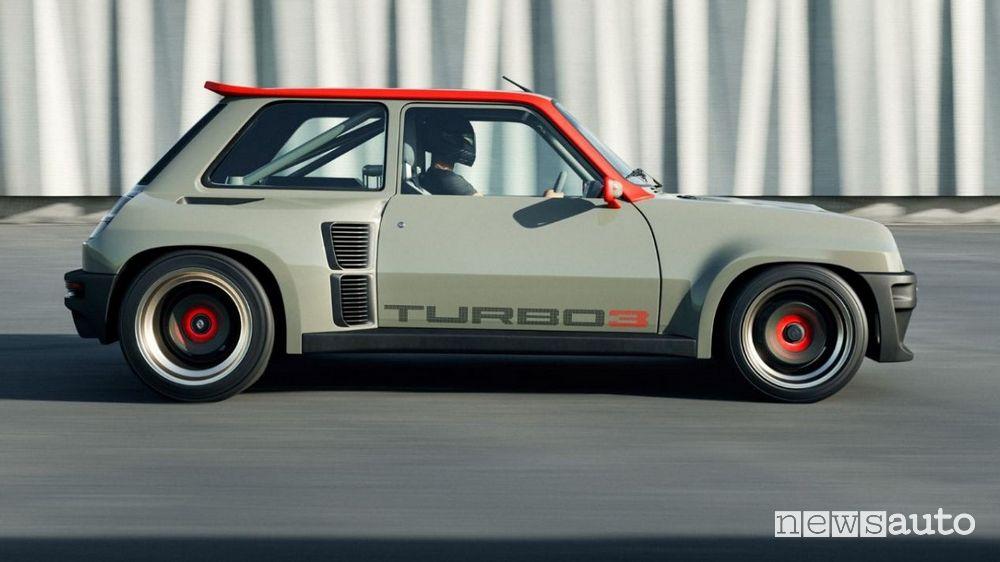 Vista laterale Renault R5 Turbo 3 restomod in movimento