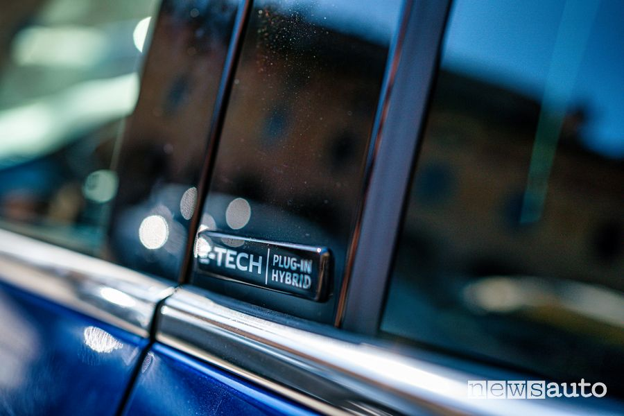 Badge Renault Mégane E-Tech Plug-in Hybrid RS Line