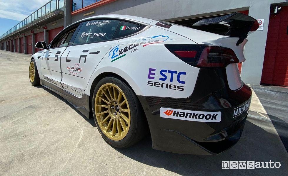 E-STC Series gare in pista per auto elettriche TESLA