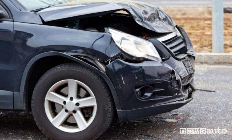 Auto incidentata, quanto conviene e non conviene ripararla