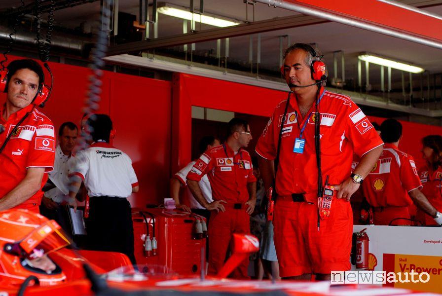 Luigi Mazzola fondatore di Social Self Driving, nella foto nei box Ferrari vicino a Michael Schumacher