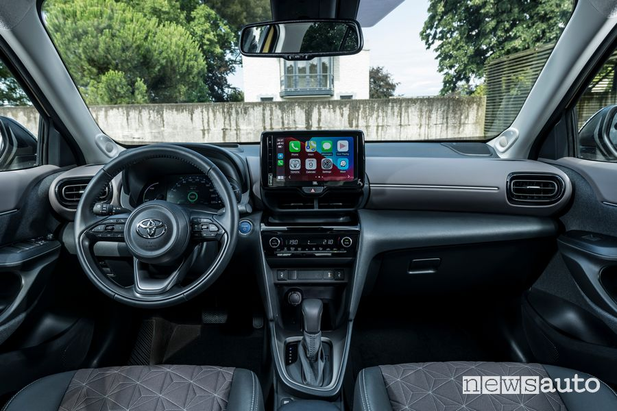 Plancia strumenti abitacolo nuova Toyota Yaris Cross Elegance