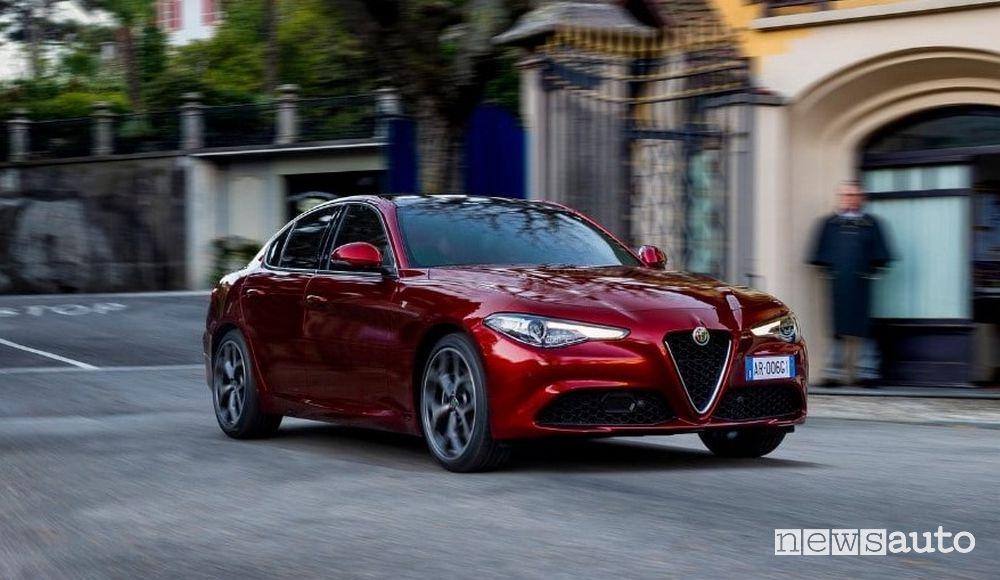 Vista di profilo Alfa Romeo Giulia serie speciale 6C Villa d'Este