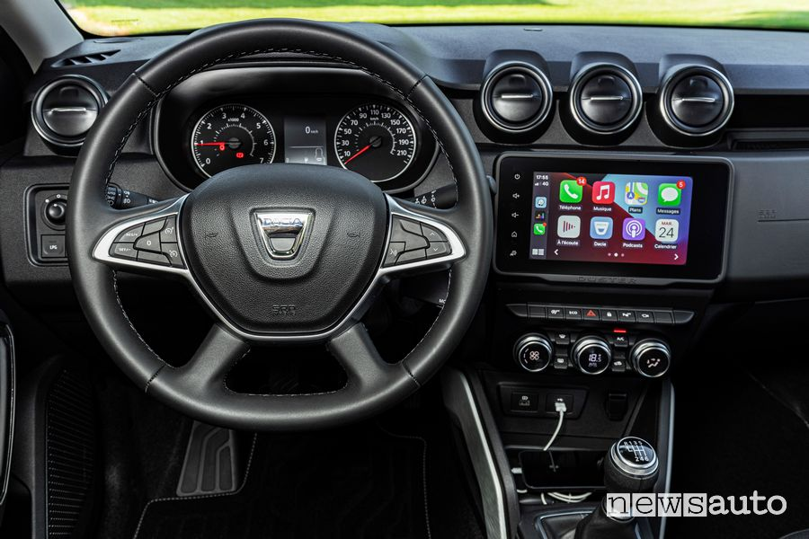 Plancia strumenti con Apple CarPlay abitacolo nuovo Dacia Duster 4x2 GPL