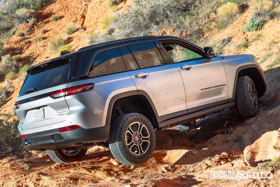 Twist nuova Jeep Grand Cherokee Trailhawk 4xe sullo sterrato