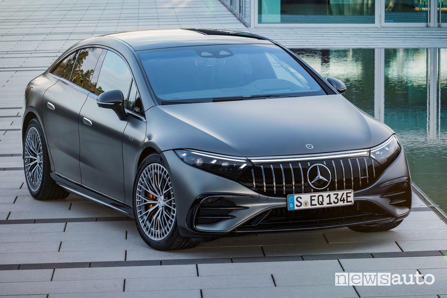 Vista di profilo Mercedes-AMG EQS 53 4MATIC+ elettrica