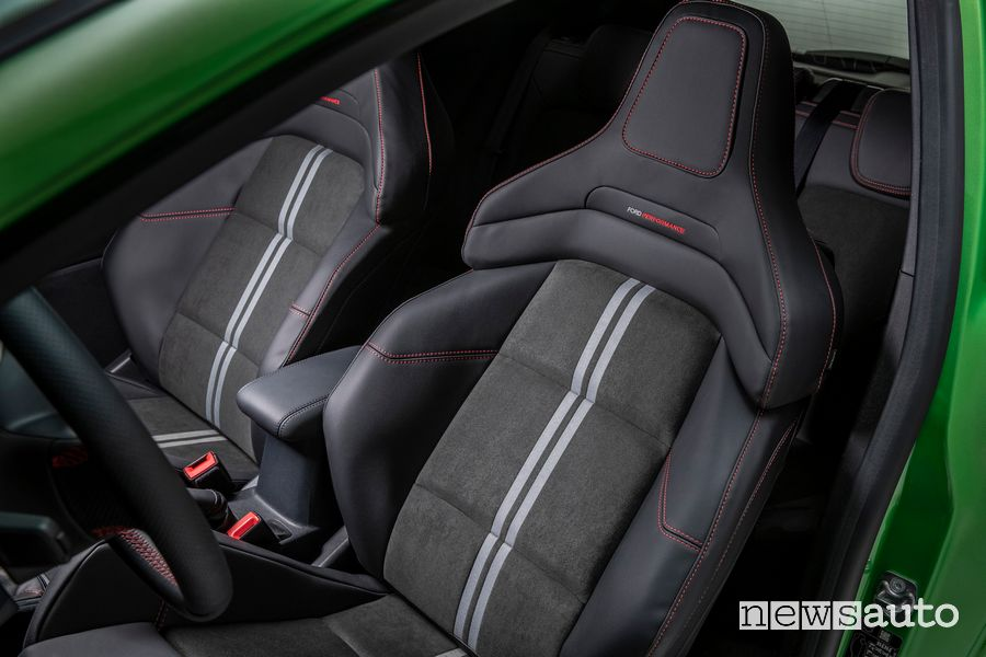 Nuovi sedili Performance con poggiatesta integrato Ford Fiesta ST