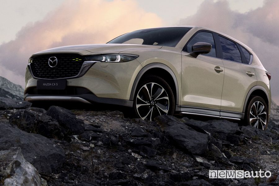 Vista di profilo nuova Mazda CX-5 2022 Newground