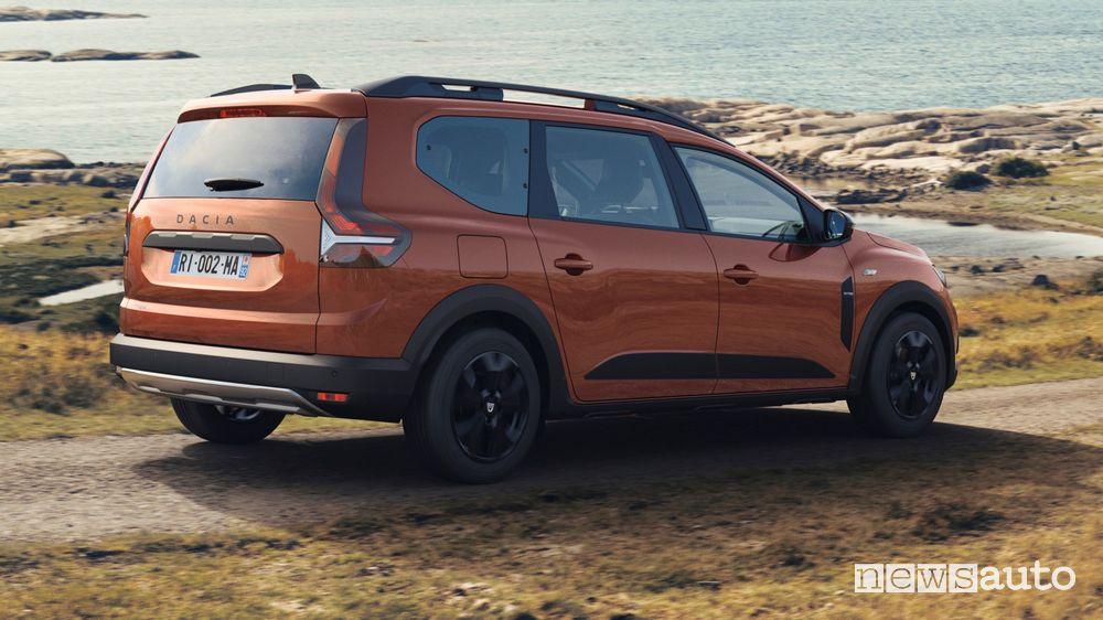 Vista posteriore nuovo Dacia Jogger Extreme in movimento
