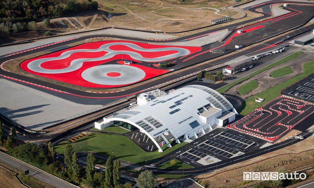 Vista dall'alto del Porsche Experience Center di Franciacorta