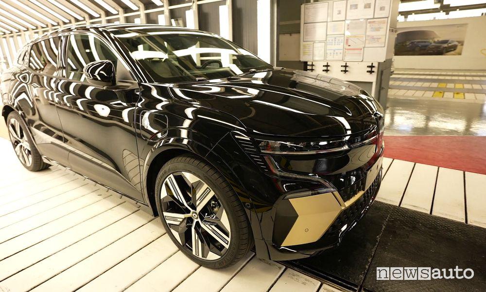 Renault Mégane E-Tech Electric esce dalla linea di montaggio Douai