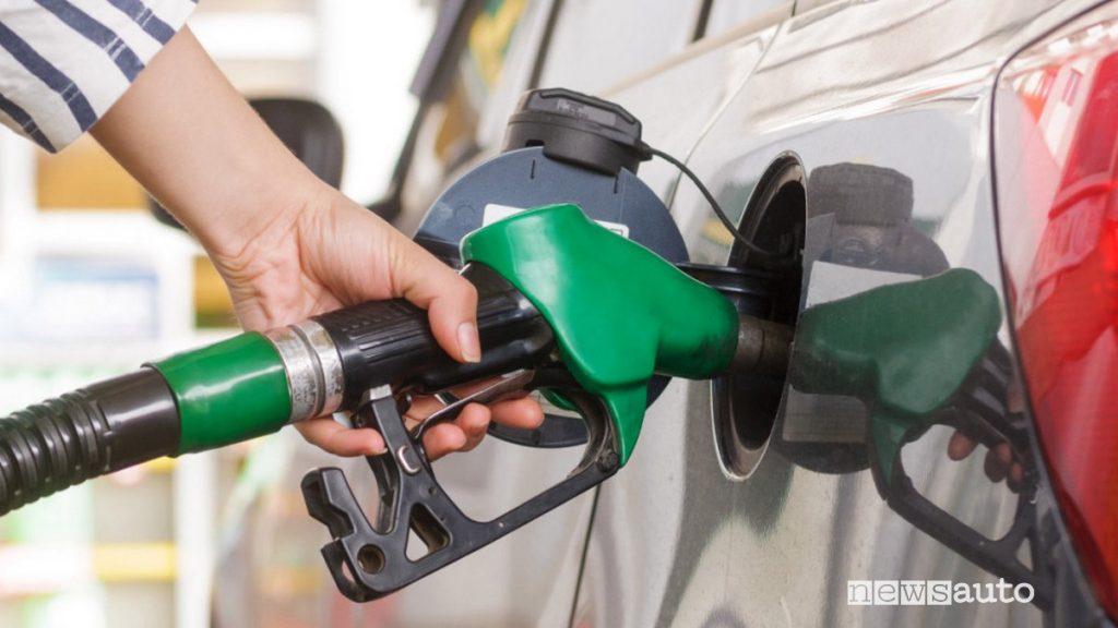 Pistola per rifornimento del carburante.  Cos'è il Fuel? rifornimento benzina con i carburanti sintetici