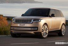 Vista di profilo nuovo Range Rover su strada
