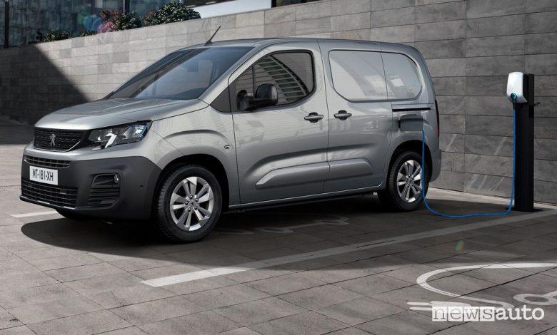 Peugeot e-Partner furgone elettrico in ricarica
