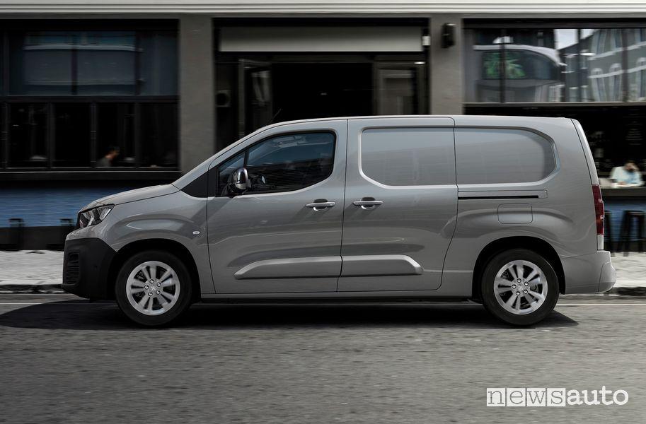 Vista laterale Peugeot e-Partner furgone elettrico
