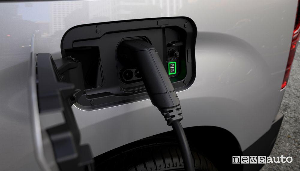 Presa di ricarica Peugeot e-Partner furgone elettrico