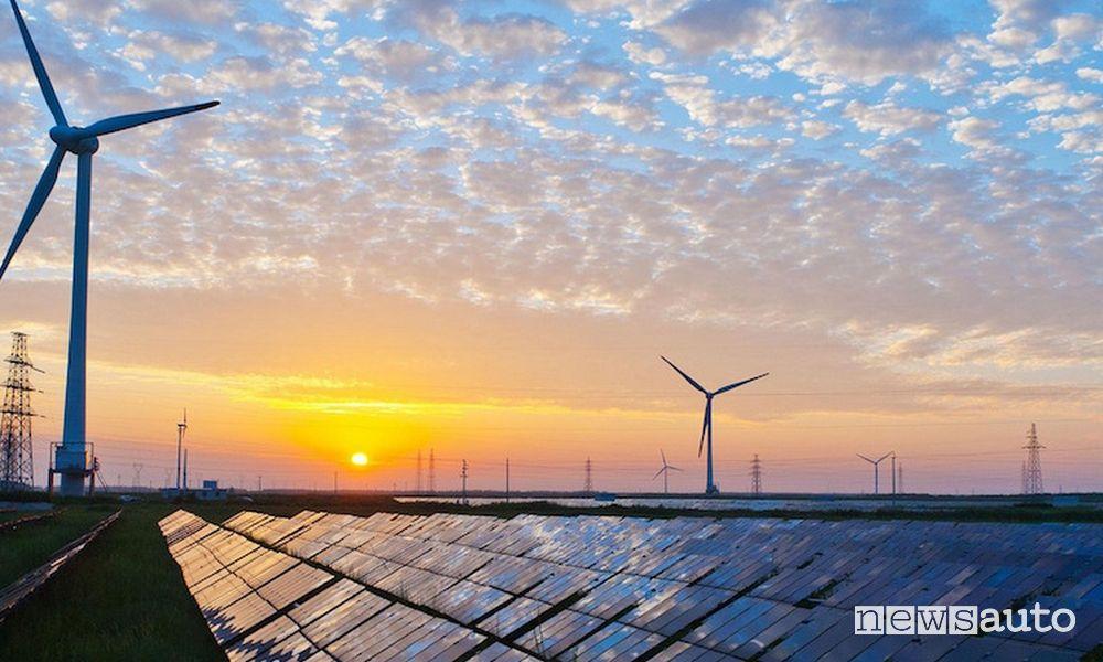transizione energetica che cos'è, passaggio dalle fonti fossili alle rinnovabili eolico e solare